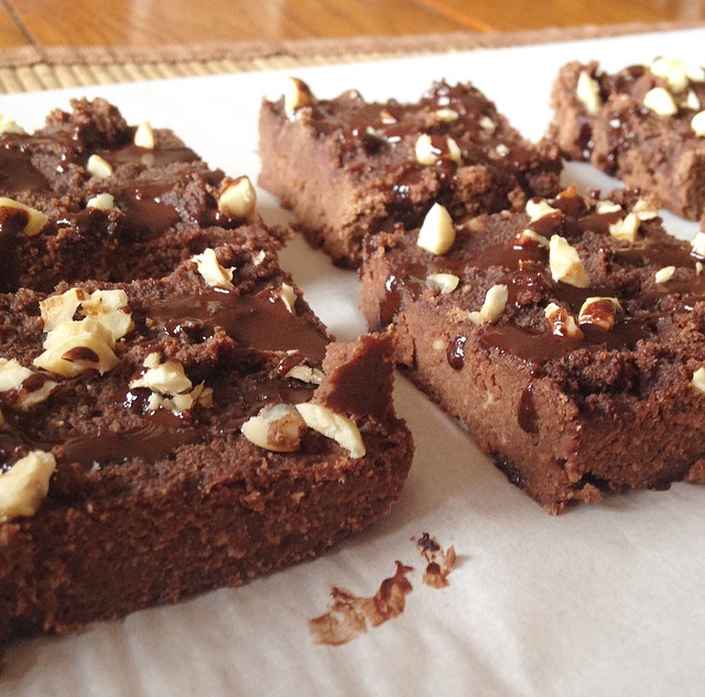 make this paleo nutella fudge bars for a decadent and healthy treat! They taste exactly like nutella and are a cross between fudge and brownies!