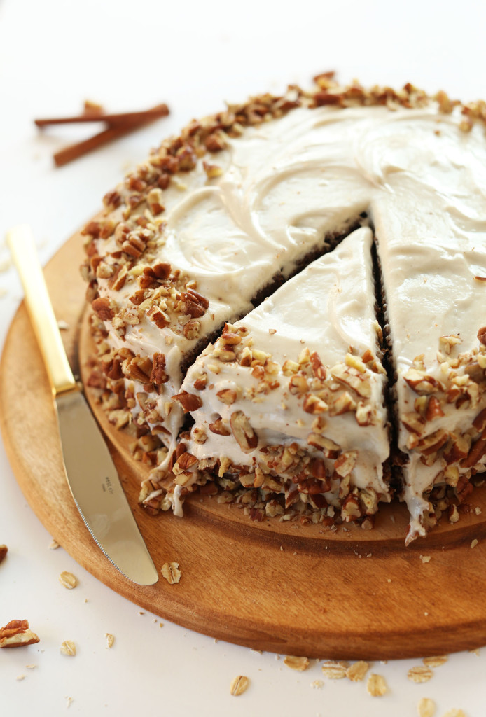 AMAZING-Apple-Gingerbread-Cake-with-Vegan-Cream-Cheese-Frosting-1-bowl-easy-and-SO-tasty-vegan-gingerbread-cake-christmas