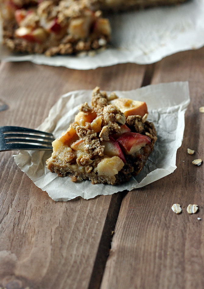 Salted-Caramel-Apple-Crumble-Bars.-Caramel-made-from-applesauce-Vegan-and-totally-healthy.