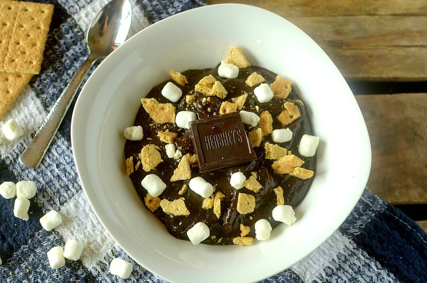 This S'mores Chocolate Avocado Pudding is a healthy, delicious and decadent dessert. It takes only 5 minutes to make and is made with real ingredients!