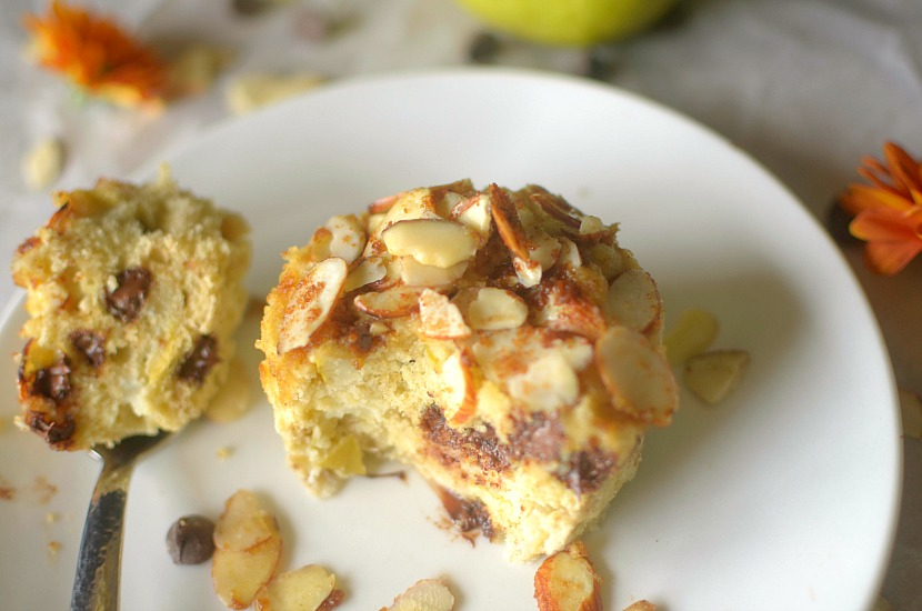 Vegan Pear Streusel Mug Cake is filled with fresh pear, chocolate chips and topping with an almond streusel! Also paleo, gluten-free and grain-free!