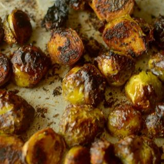 These Crispy Barbecue Spiced Brussels Sprouts are a tasty + addicting side dish that anyone will love, even brussels sprouts haters! Vegan + Paleo friendly!