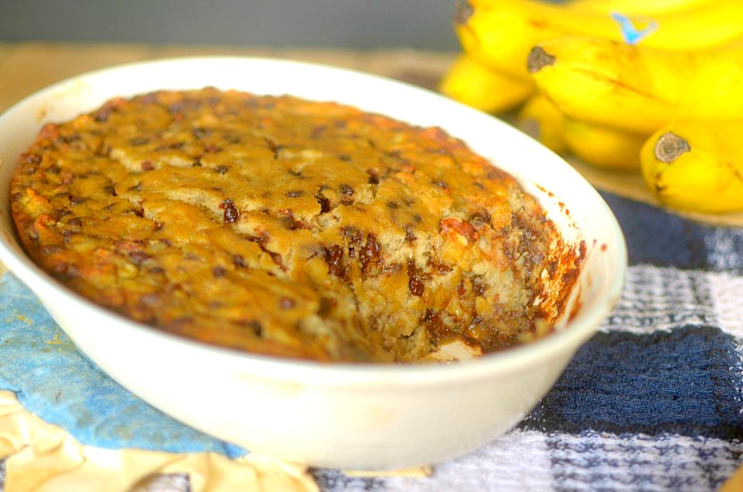Craving banana bread for breakfast? Try this Paleo Chocolate Chip Banana Bread N'Oatmeal Bake! It's full of fiber and protein to keep you full and satisfied all morning! Also Vegan-friendly!