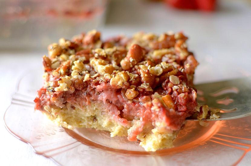 This Strawberry Rhubarb Crisp Baked Oatmeal is the perfect healthy breakfast that tastes like dessert. It's filled with fresh summer fruit and is vegan & gluten-free! #soulfullproject